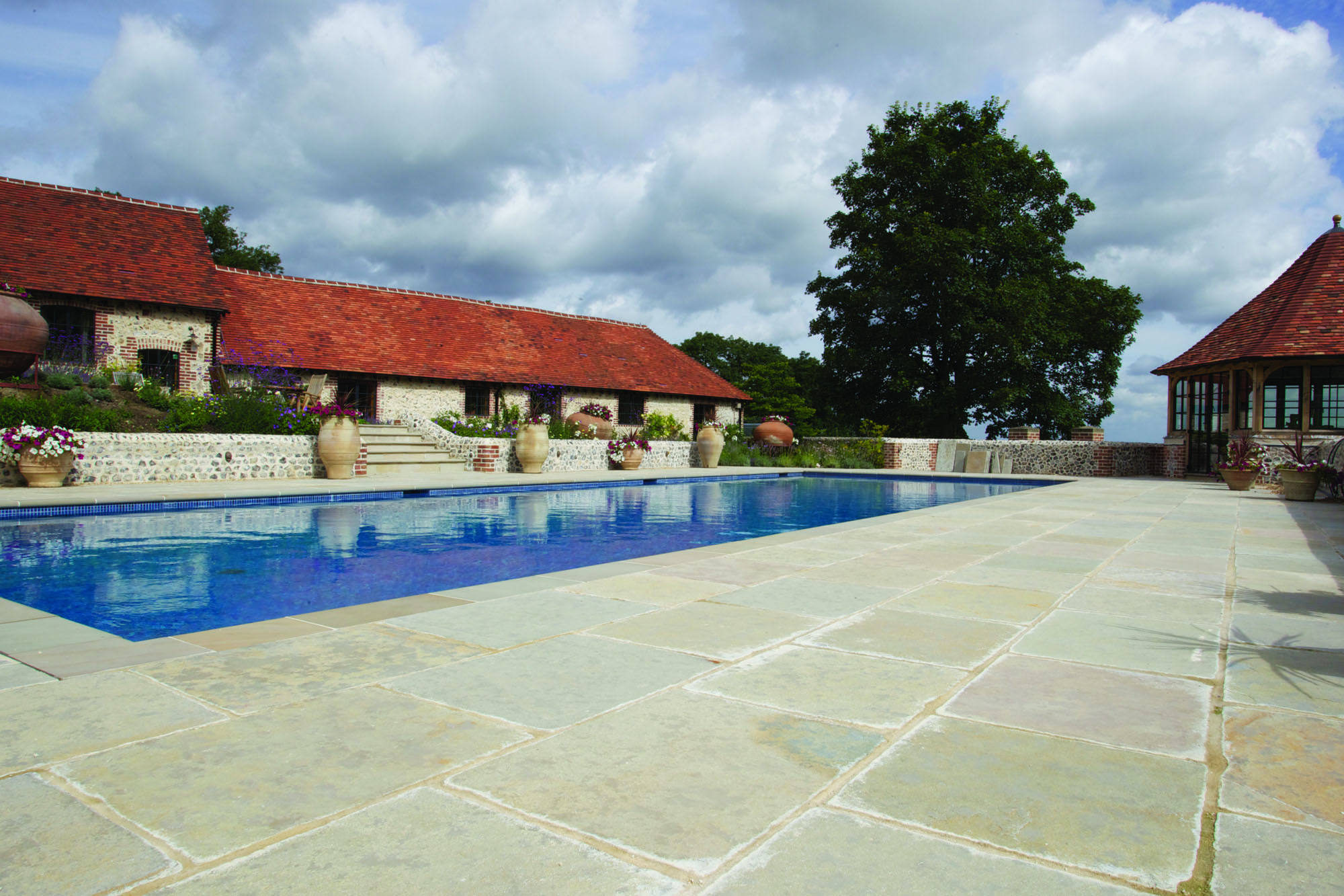 Choosing an external stone floor